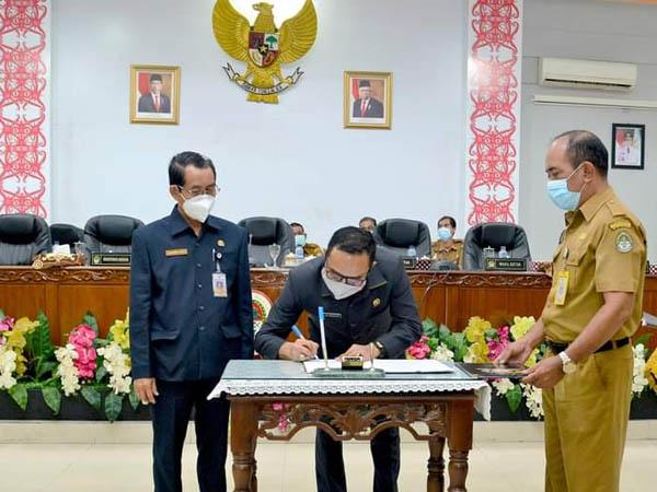 Seluruh Fraksi DPRD Ketapang Setujui Raperda APBD 2021 ...